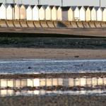 Reflets de cabines sur la plage